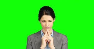 Ανησυχημένη επιχειρηματίας που κρατά το κεφάλι της απόθεμα βίντεο