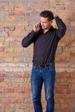Ανησυχημένος επιχειρηματίας που μιλά στο τηλέφωνο Στοκ φωτογραφίες με δικαίωμα ελεύθερης χρήσης