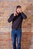 Ανησυχημένος επιχειρηματίας που μιλά στο τηλέφωνο Στοκ Εικόνες