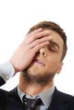 Ανησυχημένος επιχειρηματίας σχετικά με το μέτωπό του στοκ εικόνες με δικαίωμα ελεύθερης χρήσης