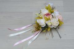 Ανθοδέσμη που γίνεται γαμήλια με το χέρι Στοκ φωτογραφία με δικαίωμα ελεύθερης χρήσης