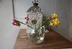 Ανθοδέσμη σύνθεσης λουλουδιών σε ένα βάζο Στοκ Εικόνα