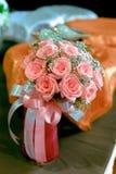 Ανθοδέσμη της ρόδινης κορδέλλας χρώματος τριαντάφυλλων με και του ροζ Στοκ φωτογραφίες με δικαίωμα ελεύθερης χρήσης