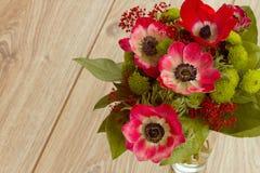 Ανθοδέσμη των κόκκινων λουλουδιών anemone Στοκ Φωτογραφία