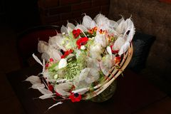 Ανθοδέσμη των λουλουδιών με τα anemones και τα βατράχια Στοκ φωτογραφία με δικαίωμα ελεύθερης χρήσης