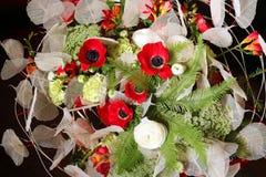 Ανθοδέσμη των λουλουδιών με τα anemones και τα βατράχια Στοκ φωτογραφίες με δικαίωμα ελεύθερης χρήσης