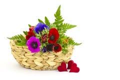 Ανθοδέσμη Anemones και καρδιές Στοκ Φωτογραφίες