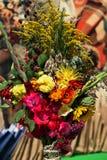 ανθοδέσμες των λουλουδιών και των χορταριών Στοκ Φωτογραφίες