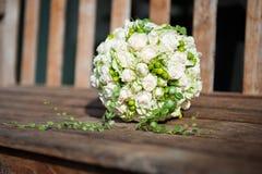 Ανθοδέσμη με τα άσπρα τριαντάφυλλα Στοκ φωτογραφίες με δικαίωμα ελεύθερης χρήσης