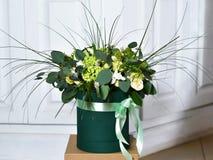 Ανθοδέσμη με τα κίτρινα τριαντάφυλλα και πράσινος Στοκ Εικόνες
