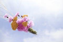 Ανθοδέσμη λουλουδιών στον ουρανό Στοκ φωτογραφία με δικαίωμα ελεύθερης χρήσης