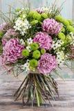 Ανθοδέσμη του ρόδινου γαρίφαλου, αραβικό λουλούδι αστεριών (ara ornithogalum Στοκ Εικόνες