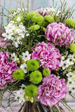 Ανθοδέσμη του ρόδινου γαρίφαλου, αραβικό λουλούδι αστεριών (ara ornithogalum Στοκ εικόνα με δικαίωμα ελεύθερης χρήσης
