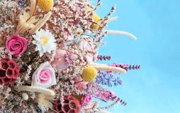 Ανθοδέσμη των ζωηρόχρωμων ξηρών λουλουδιών στοκ εικόνα με δικαίωμα ελεύθερης χρήσης