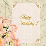Ανθοδέσμη των κρεμωδών τριαντάφυλλων με τη ευχετήρια κάρτα γενεθλίων Στοκ Φωτογραφίες