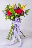 Ανθοδέσμη των κόκκινων τριαντάφυλλων Ακόμα ζωή με τα ζωηρόχρωμα λουλούδια φρέσκα τριαντάφυλλα τοποθετήστε το κείμενο Έννοια λουλο στοκ φωτογραφία