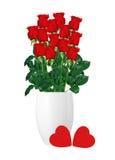 Ανθοδέσμη των κόκκινων τριαντάφυλλων στο άσπρο βάζο και της κόκκινης κινηματογράφησης σε πρώτο πλάνο καρδιών Στοκ φωτογραφία με δικαίωμα ελεύθερης χρήσης