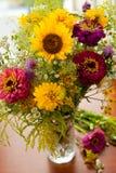 Ανθοδέσμη των λουλουδιών θερινών τομέων και σπιτιών Στοκ Εικόνες