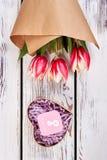 Ανθοδέσμη των λουλουδιών και του παρόντος Στοκ Εικόνα