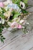 Ανθοδέσμη των λουλουδιών σε ένα βάζο γυαλιού Στοκ φωτογραφία με δικαίωμα ελεύθερης χρήσης