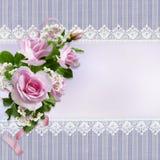 Ανθοδέσμη των ρόδινων τριαντάφυλλων στο εκλεκτής ποιότητας υπόβαθρο με τη δαντέλλα Στοκ Φωτογραφίες