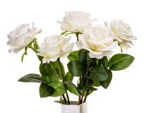 Ανθοδέσμη των τεχνητών άσπρων τριαντάφυλλων που απομονώνονται Στοκ Εικόνες