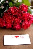 Ανθοδέσμη των τριαντάφυλλων για την αγαπημένη γυναίκα Στοκ Εικόνες