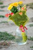 Ανθοδέσμη των τριαντάφυλλων σε ένα βάζο στοκ φωτογραφία με δικαίωμα ελεύθερης χρήσης