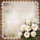 Ανθοδέσμη των τριαντάφυλλων σε ένα εκλεκτής ποιότητας υπόβαθρο Στοκ Εικόνα
