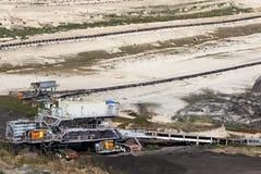 Ανθρακωρυχείο ανοικτών κοιλωμάτων με τα βαριά μηχανήματα Στοκ Φωτογραφίες