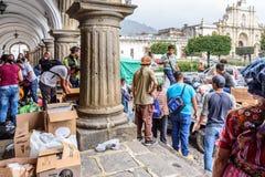 Ανθρωπιστική βοήθεια μετά από την έκρηξη ηφαιστείων Fuego, Αντίγκουα, Guatemal Στοκ Εικόνες