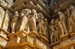 Ανθρώπινα γλυπτά στο ναό Vishvanatha, δυτικοί ναοί Khaju Στοκ φωτογραφία με δικαίωμα ελεύθερης χρήσης
