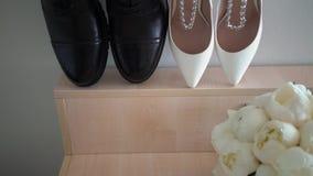 Ανθρώπινα και παπούτσια της γυναίκας απόθεμα βίντεο