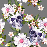 Ανθρώπινα κρανία, λουλούδια στο ύφος grunge πρότυπο άνευ ραφής watercolor Στοκ φωτογραφία με δικαίωμα ελεύθερης χρήσης