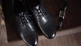 Ανθρώπινα μαύρα παπούτσια απόθεμα βίντεο