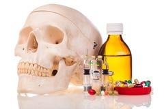 Ανθρώπινα φάρμακα και φάρμακα scull Στοκ Εικόνες