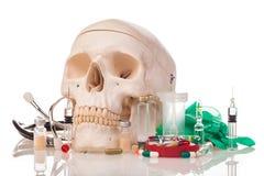 Ανθρώπινα φάρμακα και φάρμακα scull Στοκ Φωτογραφία