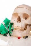 Ανθρώπινα φάρμακα και φάρμακα scull Στοκ φωτογραφίες με δικαίωμα ελεύθερης χρήσης