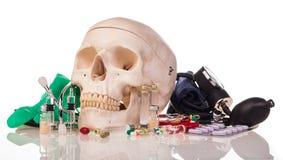 Ανθρώπινα φάρμακα και φάρμακα scull Στοκ εικόνες με δικαίωμα ελεύθερης χρήσης