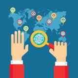 Ανθρώπινα χέρια με Magnifier - κοινωνική δημιουργική απεικόνιση μέσων - επιχειρησιακή έννοια στο επίπεδο ύφος σχεδίου ελεύθερη απεικόνιση δικαιώματος
