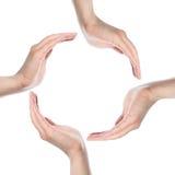 Ανθρώπινα χέρια που κάνουν έναν κύκλο στην άσπρη ανασκόπηση Στοκ Εικόνες