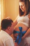 Ανθρώπινη έννοια εγκυμοσύνης και προσδοκίας Στοκ Φωτογραφίες