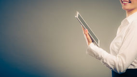 Ανθρώπινη ανάγνωση που μαθαίνει με το ebook Εκπαίδευση Στοκ Εικόνα