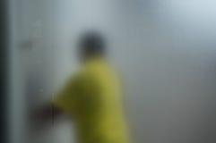 Ανθρώπινη εργασία πίσω από το παγωμένο γυαλί Στοκ Εικόνες