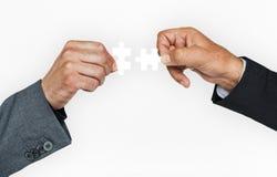 Ανθρώπινη εταιρική επιχείρηση σύνδεσης γρίφων τορνευτικών πριονιών εκμετάλλευσης χεριών Στοκ Εικόνα