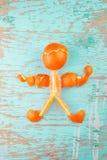 Ανθρώπινος αριθμός φιαγμένος από φρέσκες πορτοκαλιές φέτες και φλούδα Στοκ Εικόνα