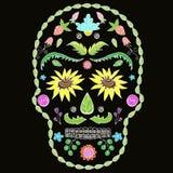 Ανθρώπινο κρανίο με τα στοιχεία λουλουδιών για τη θρησκεία ή το σχέδιο αποκριών   διανυσματική απεικόνιση