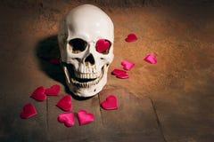 Ανθρώπινο κρανίο με την κόκκινη καρδιά Έννοια για την ημέρα βαλεντίνων ` s Στοκ εικόνες με δικαίωμα ελεύθερης χρήσης