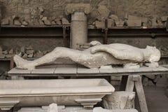 Ανθρώπινο σώμα θυμάτων που πετιέται από την Πομπηία Στοκ φωτογραφία με δικαίωμα ελεύθερης χρήσης