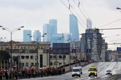 Ανθρώπων πληθών παρέλαση της Μόσχας ρολογιών πρώτη της μεταφοράς πόλεων Στοκ φωτογραφία με δικαίωμα ελεύθερης χρήσης